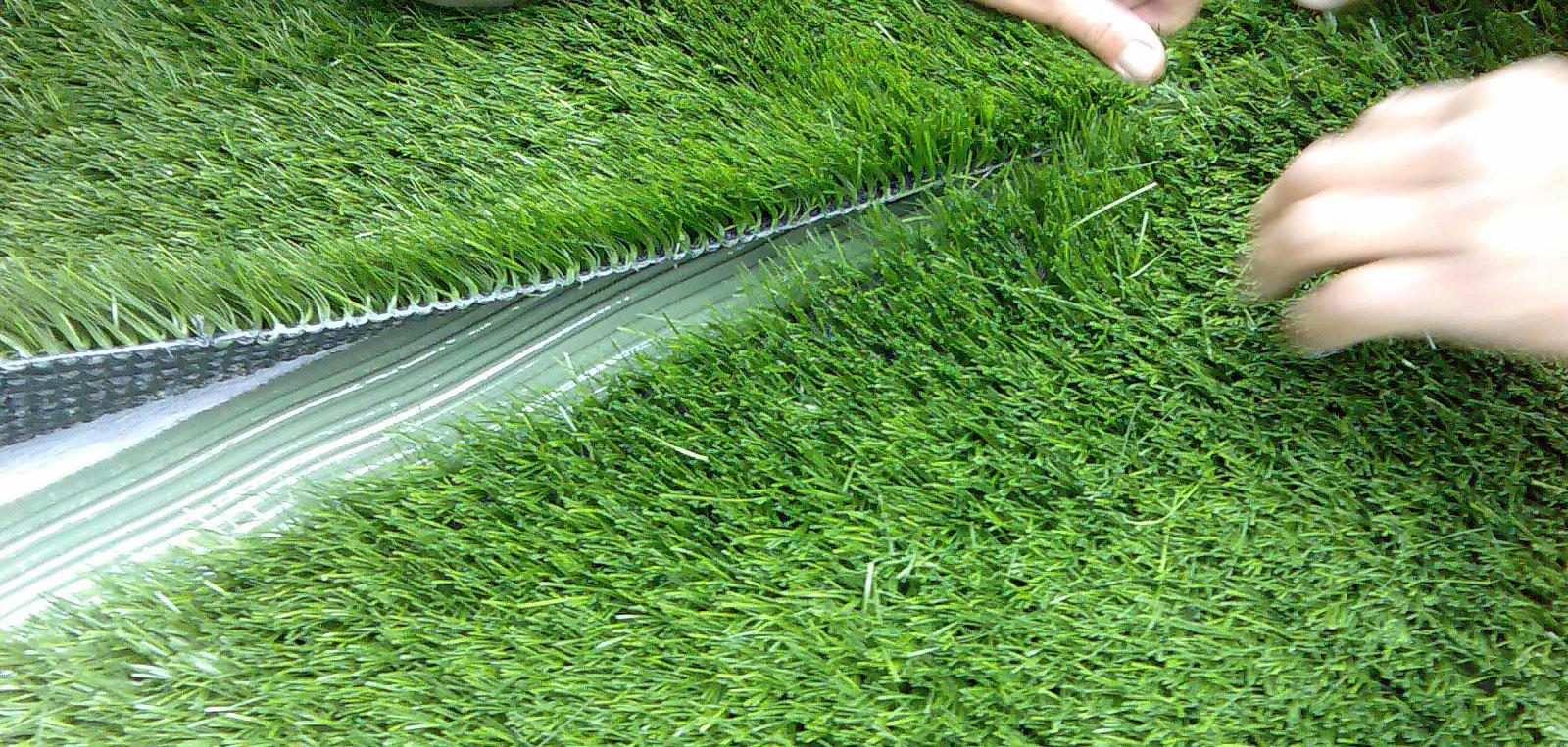 https://www.artificialgrasssomersetwest.co.za/wp-content/uploads/2020/07/Artificial_Grass_Installation.jpg